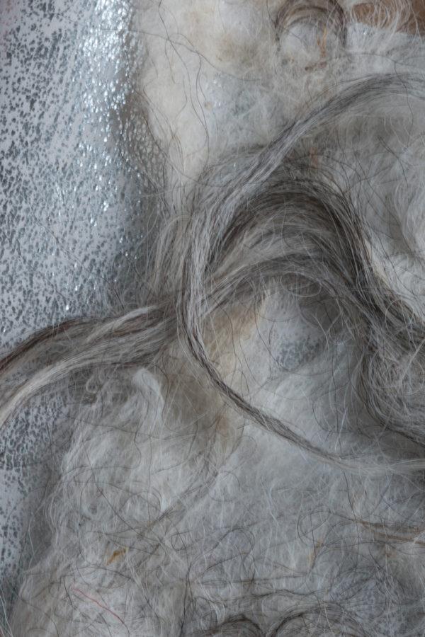 Interieur lijn bestemd voor muurbespanning, room dividers, gordijnen. In combinatie met een metallic leer paneel bijv: zilver kleur, of een vilten paneel in bijv: cognac kleur